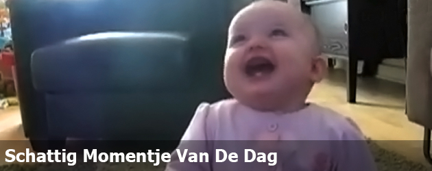 Schattig Momentje Van De Dag; baby heeft dikke pret