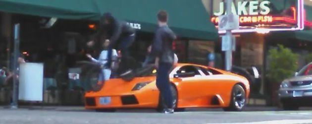 Gast Rijdt Over Een Lamborghini Heen