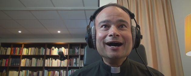 Priester Roderick Kijkt De Star Wars Trailer!