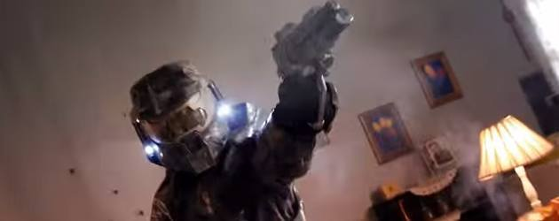 PrutsFM.nl Niet een geheel eerlijke strijd dit. Halo's Master Chief met zijn jarenlange training, neemt het op tegen een stel Call of Duty noobs.