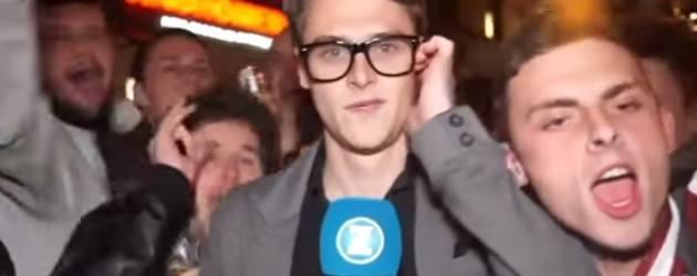 Verslaggever Belaagd Door Hysterische Fans