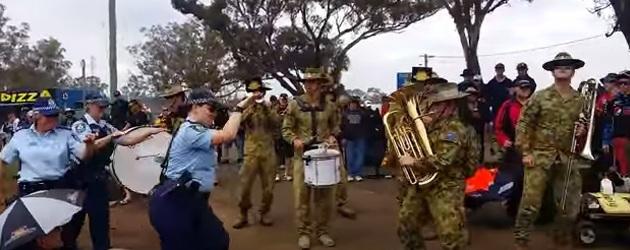 Het Australische Leger Doet Killing In The Name Of