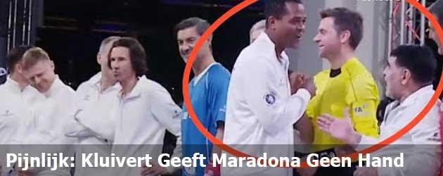 Pijnlijk: Kluivert Geeft Maradona Geen Hand