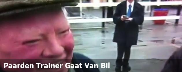 Paarden Trainer Gaat Van Bil