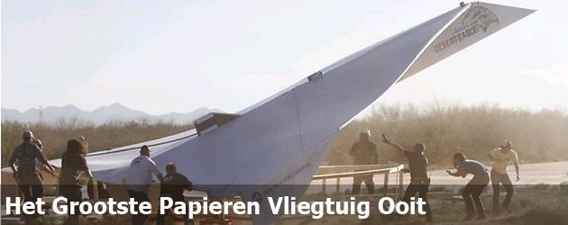 Het Grootste Papieren Vliegtuig Ooit