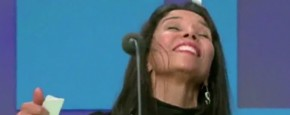 Vrouw Valt Flauw Op Live TV