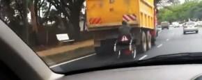 Meeliften Met Een Vrachtwagen