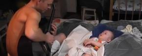 Schattig Momentje Van De Dag; baby laten slapen met metallica