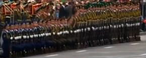 Wit-Russische Soldaten Spelen Domino