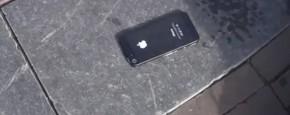 De Eerste iPhone 5 Vastgeplakt Aan De Grond