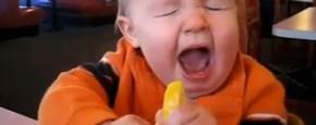 Schattig Momentje Van De Dag; voor de eerste keer een citroen eten