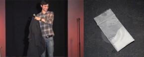 Comedy Gast Vindt Coke In Jas Van Publiek