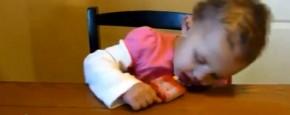 Schattig Momentje Van De Dag; een compilatie van zwaar vermoeide babies