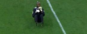 Congolese Keeper Heeft Jeuk Aan De Bibs