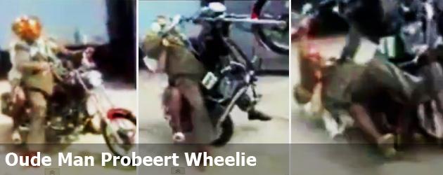 Oude Man Probeert Wheelie