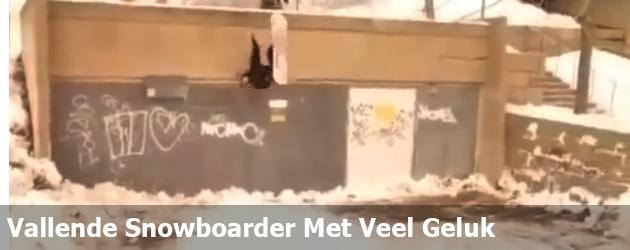 Vallende Snowboarder Met Veel Geluk