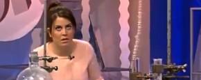 Presentatrice Valt Flauw Op Live TV