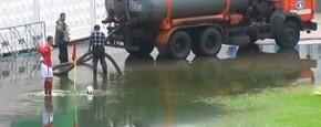 Hoekschop Valt In Het Water