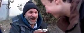 Jongen Verandert Dakloze Koffie In Geld