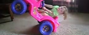 Wheelie In Je Roze Speelgoedauto