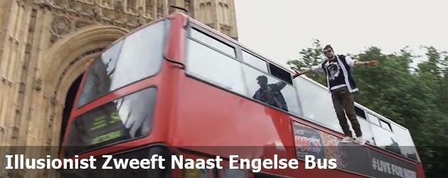 Illusionist Zweeft Naast Engelse Bus