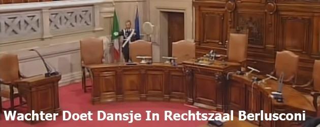 Wachter Doet Dansje In Rechtszaal Berlusconi