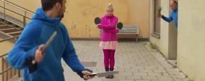 Gevaarlijke Ping Pong Messen Truc