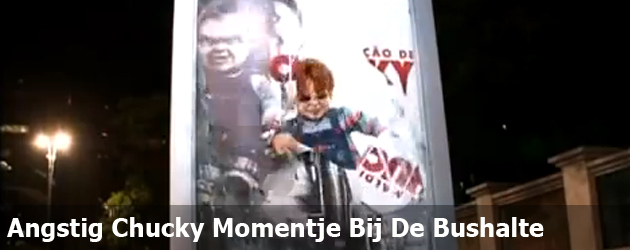 Angstig Chucky Momentje Bij De Bushalte