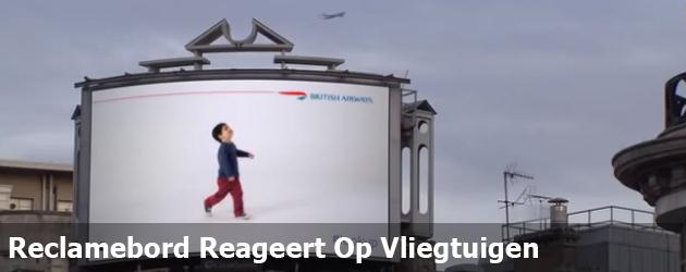 Reclamebord Reageert Op Vliegtuigen