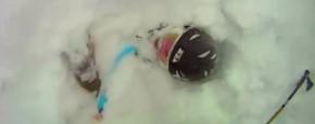 Skiër Met Engeltje Op Zijn Schouder
