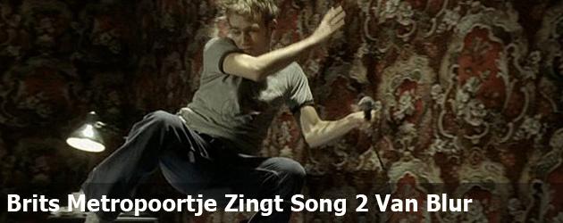 Brits Metropoortje Zingt Song 2 Van Blur