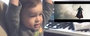 Kind Ziet Voor Het Eerst Superman Vliegen