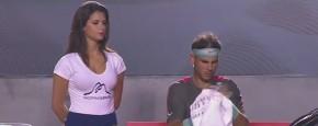 Mooie Promo Babe Doet Nadal Helemaal Niks