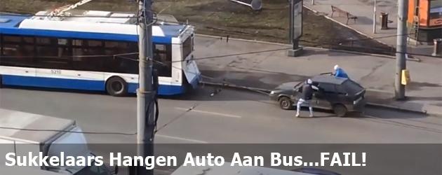 Sukkelaars Hangen Auto Aan Bus...FAIL!