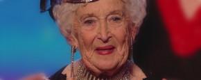 80-Jarige Oma Doet Wilde Salsa