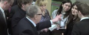 Rus Zhirinovsky Roept Op Tot Verkrachting