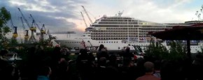 Cruiseschip Speelt Seven Nation Army