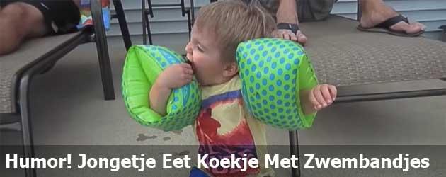 Humor! Jongetje Eet Koekje Met Zwembandjes