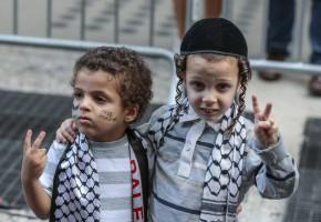 Palestijns En Joods Kind Worden Vriendjes