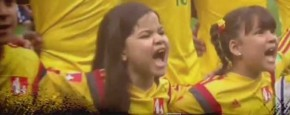 Braziliaans Meisje Zingt Loeihard Mee