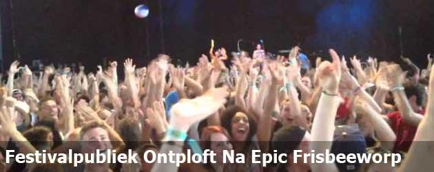 Festivalpubliek Ontploft Na Epic Frisbeeworp