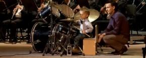 Jochie Drumt Mee Met Philharmonic Orchestra