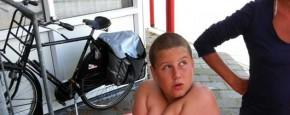 Jongen Muurvast In Reddingsboei