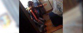 Jongetje Betrapt Tijdens Vies Dansje