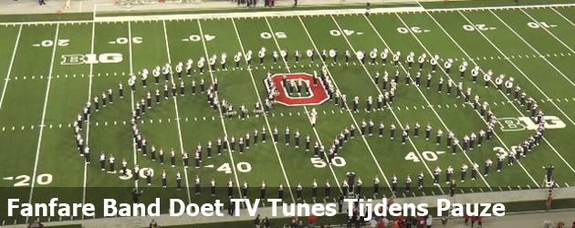 Fanfare Band Doet TV Tunes Tijdens Pauze