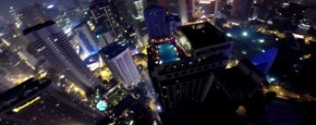 Base Jumper Crasht In Een Pool Party