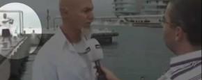 Idioot Valt In Het Water Tijdens Live Interview