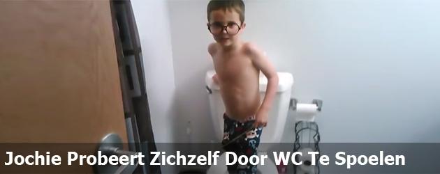Jochie Probeert Zichzelf Door WC Te Spoelen