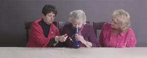 Oma's Roken Voor De Eerste Keer Wiet