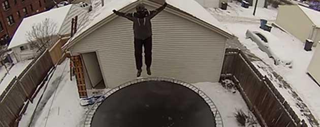 Van De Garage Op Een Bevroren Trampoline